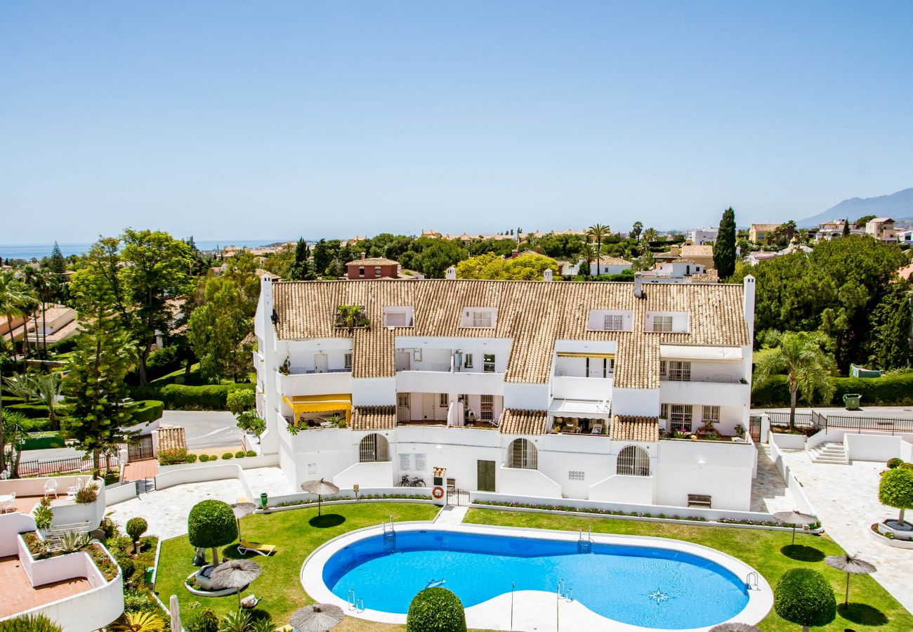 Swimming Pool of Luxury 3 Bedroom Penthouse in Nueva Andalucia
