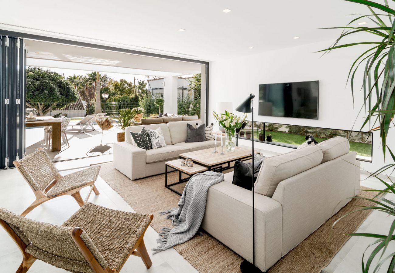 Living Room of Luxurious 5 Bedroom Villa Near the Beach