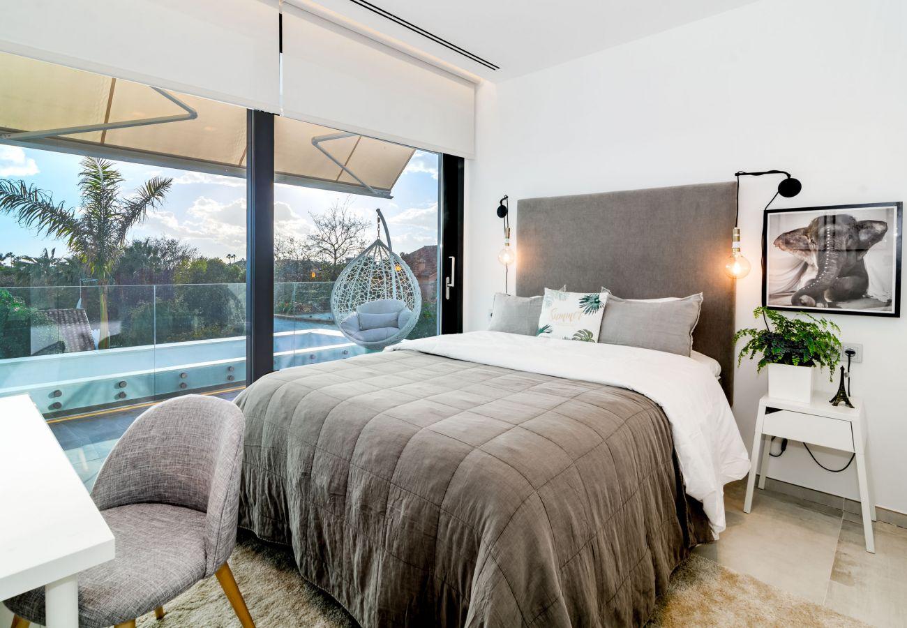 Bedroom of Luxurious 5 Bedroom Villa Near the Beach