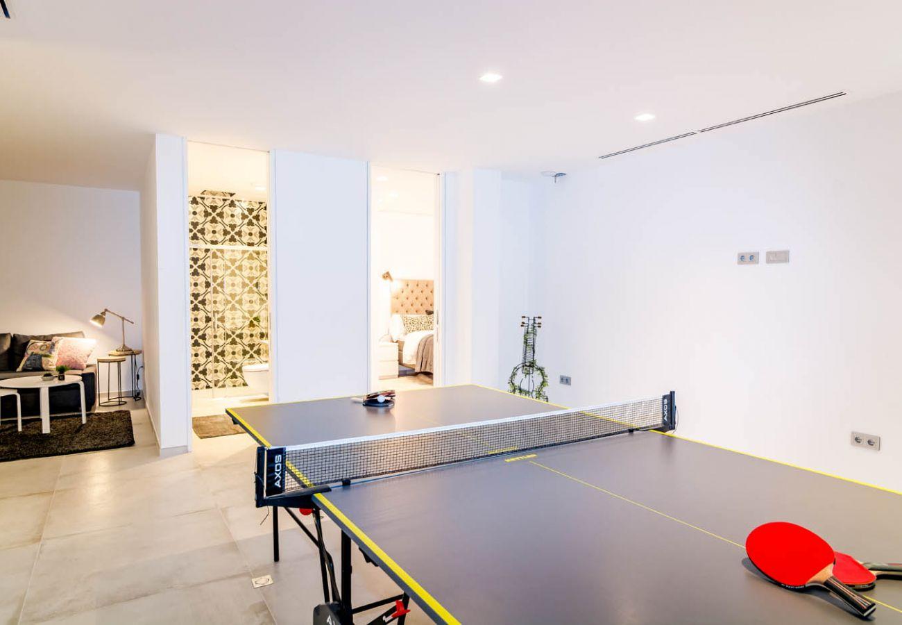 Game Room of Luxurious 5 Bedroom Villa Near the Beach