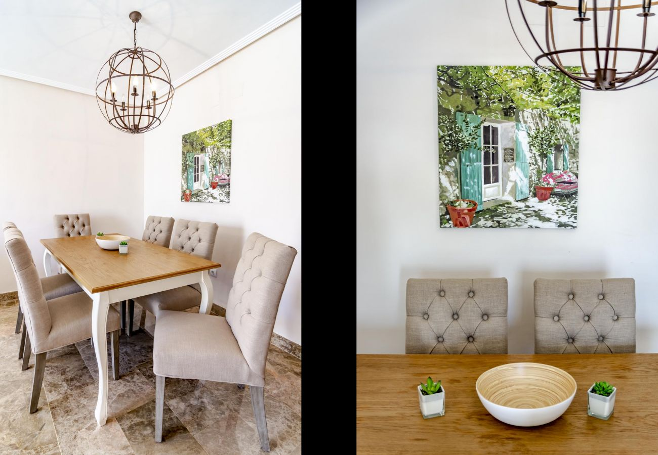 Dining room of family friendly holiday Apartment in Golf Hills