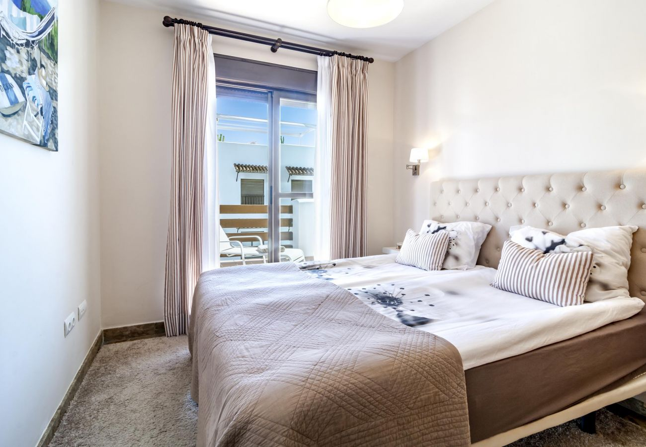 Bedroom of family friendly holiday Apartment in Golf Hills