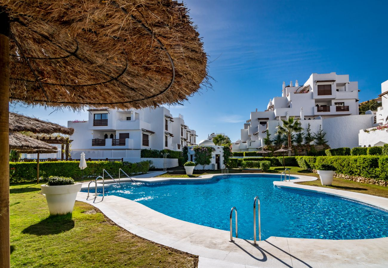 Swimming pool of family friendly holiday Apartment in Golf Hills